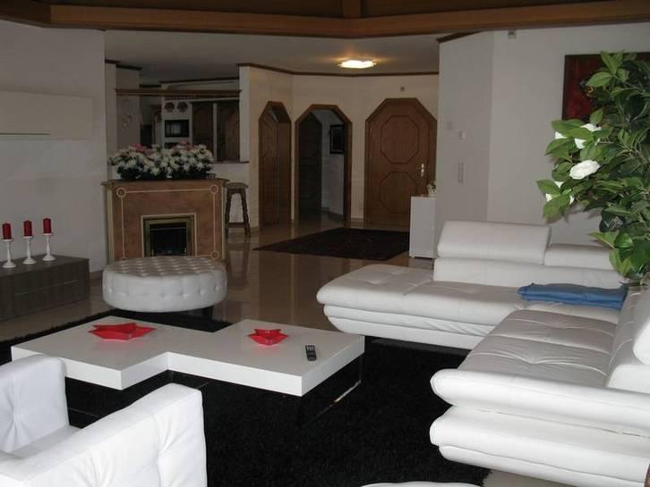 VILLA OCTOGON, Exklusive, luxuriöse 3.5 Zimmerwohnung mit erstklassiger Einrichtung und sehr grosser Terrasse 3