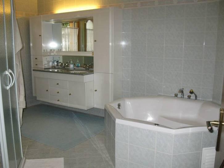 VILLA OCTOGON, Exklusive, luxuriöse 3.5 Zimmerwohnung mit erstklassiger Einrichtung und sehr grosser Terrasse 4