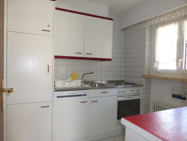 Appartementhaus EUROPE, grosse, helle 2.5-Zimmerwohnung mit Balkon Süd und Ost 4
