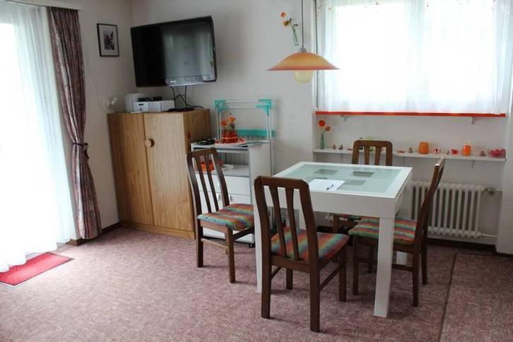 Apartmenthaus TOURBILLON, Helle Studio Eckwohnung mit Balkon und wunderbarer Aussicht 3954 Leukerbad