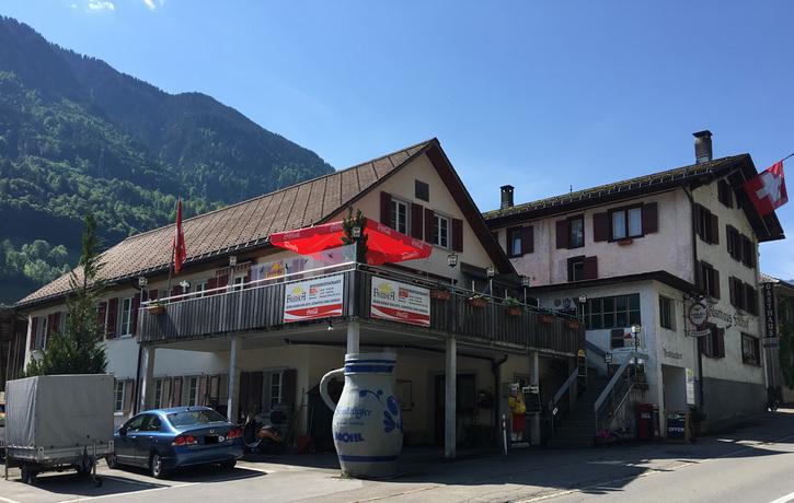 Restaurant mit Zimmer und angebautem Wohnhaus 8775 Luchsingen