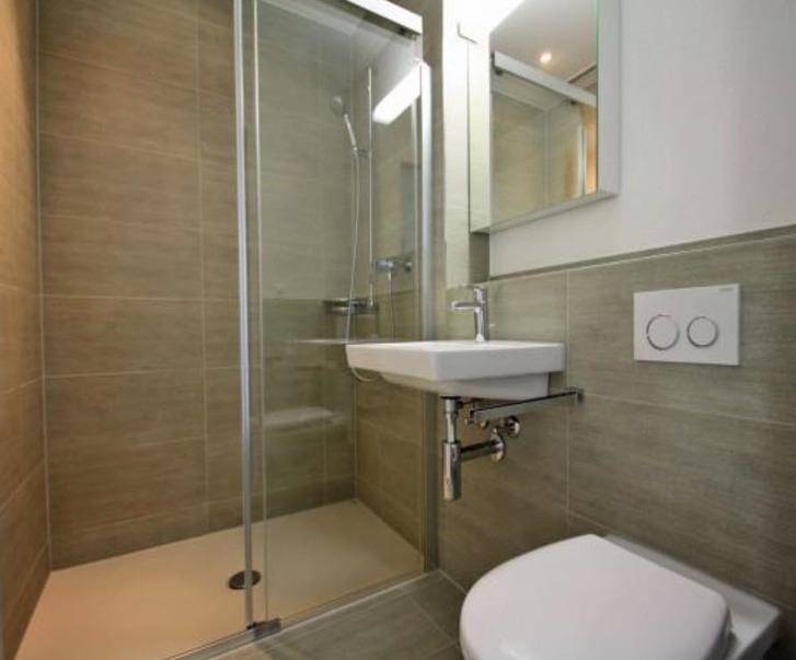 Moderne 3.5 Zimmer Wohnung mit 50 m2 Rasensitzplatz 2