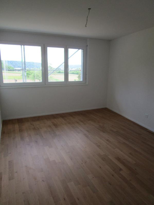 Neue, grosse 3.5 Wohnung mit tollem Balkon 4