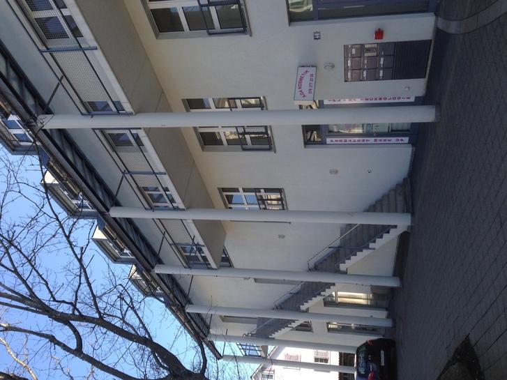Moderne 2.5 Zimmerwohnung 2