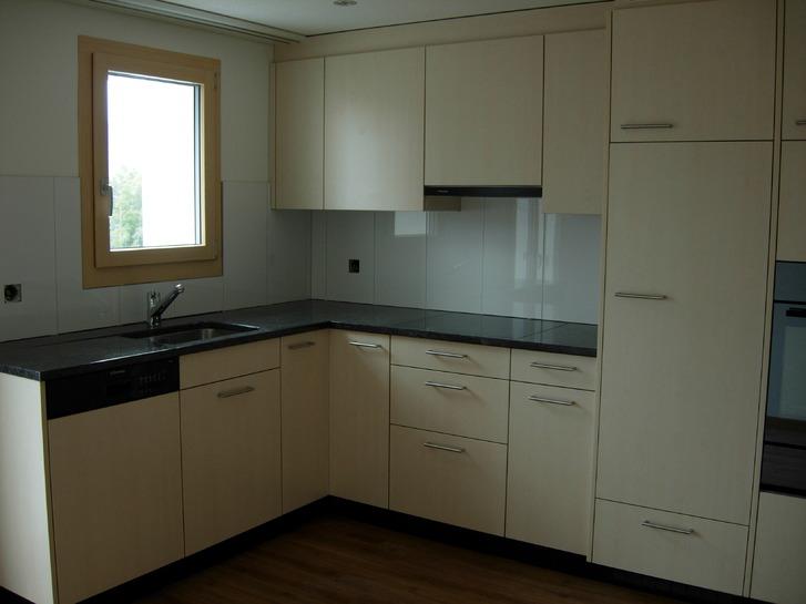 zu Vermieten neue Wohnung, Personenlift und Balkon 2