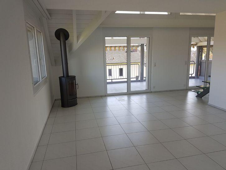 Traumhafte 4.5-Zimmer-Attika-Maisonette-Wohnung mit zwei grossen Balkonen am Stadtrand von Herzogenbuchsee BE 3