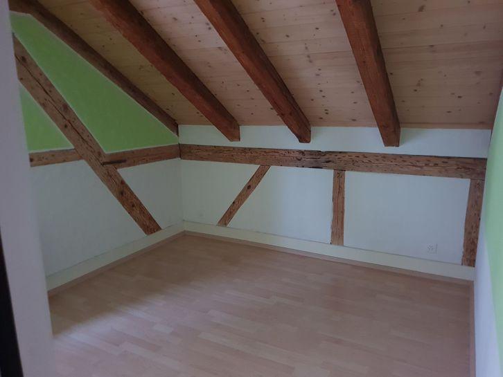 Schöne 2.5-Zimmer Dachwohnung in der Stadtnähe von Thun 2