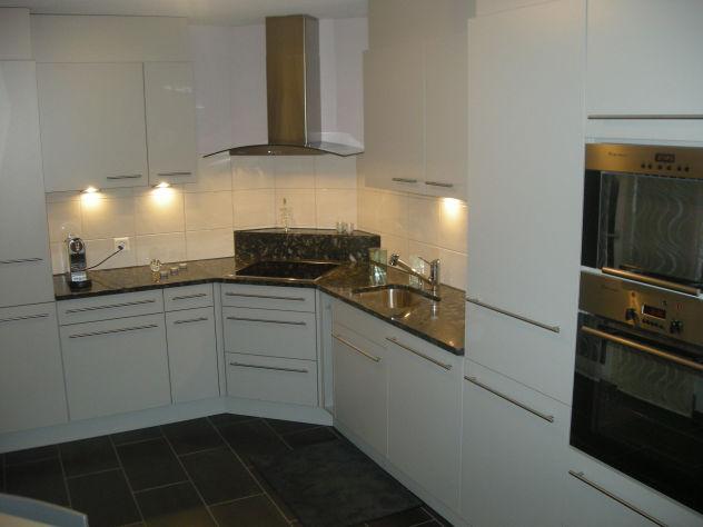 Moderne Wohnung mit Garten inkl. zwei Tiefgaragenplätze sucht Ehepaar oder junge Familie  2