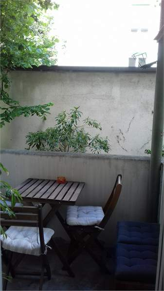 schöne 2 Zimmer Altbauwohnung an zentraler Lage 2