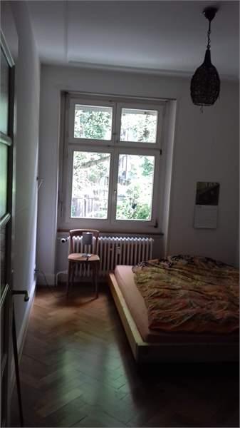 schöne 2 Zimmer Altbauwohnung an zentraler Lage 4