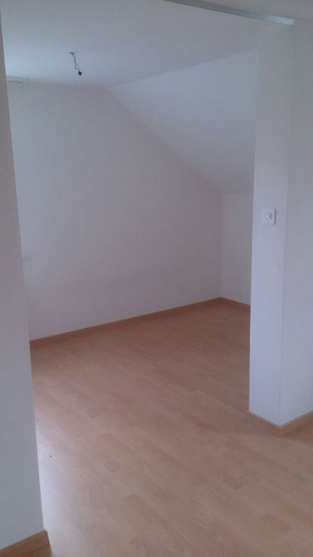 suche Nachmieter für gemütliche 2.5-Zimmer-Dachwohnung 2