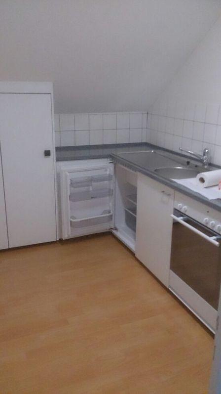 suche Nachmieter für gemütliche 2.5-Zimmer-Dachwohnung 3
