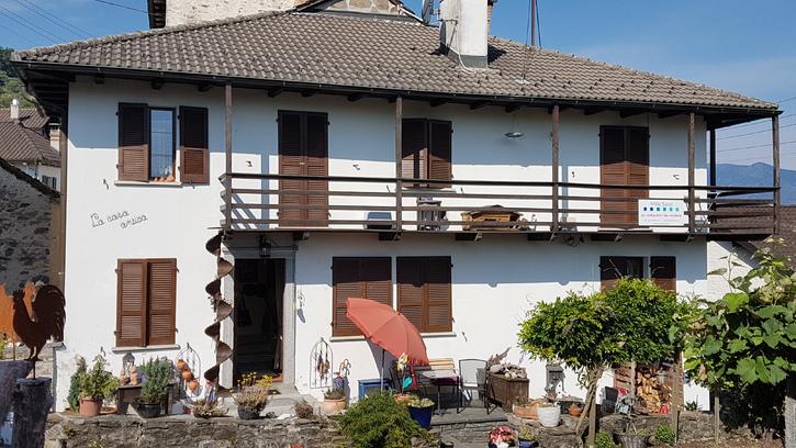 Spezielles Tessinerhaus, Seesicht, grosser Garten, Grotto 6574 Vira Gambarogno