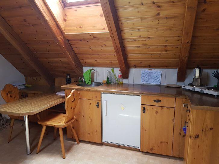 Nachmieter gesucht: günstige 1.5 Zimmer Altbau-Dachwohnung 2