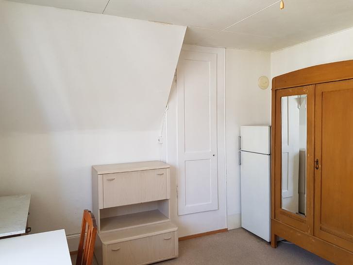 möbiliertes Zimmer mit Dusche 3