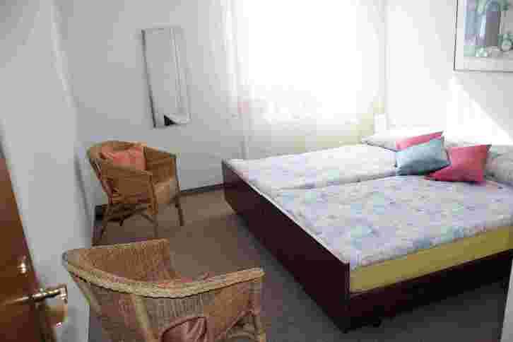 ALLMEI, sehr gepflegte, schöne 2.5-Zimmerwohnung mit grossem Südbalkon und super Aussicht 4