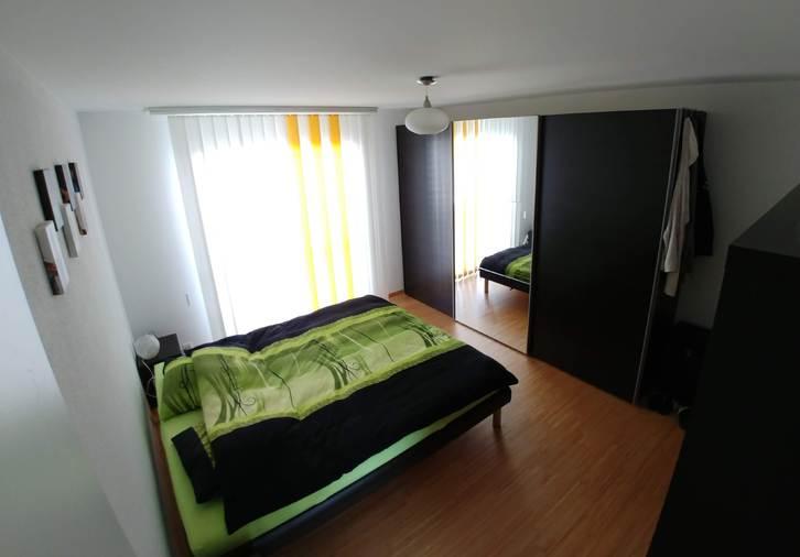 Geräumige, helle 3 1/2 Zimmer-Wohnung mit unverbautem Blick ins Grüne und grossem, verglastem Balkon 4