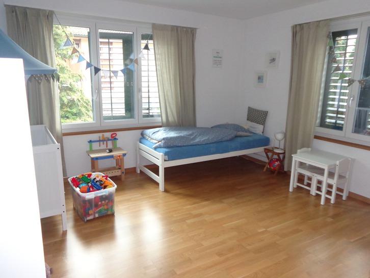 Schöne, moderne 4,5 Zimmer Wohnung im Herzen von Uetikon  3
