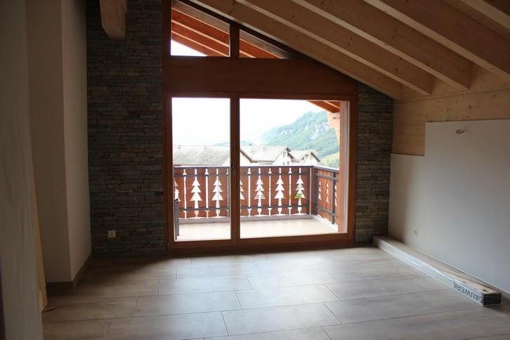 Athos, 3.5 Zimmer Attika-Luxuswohnung mit sonnigem Balkon und schöner Aussicht 2