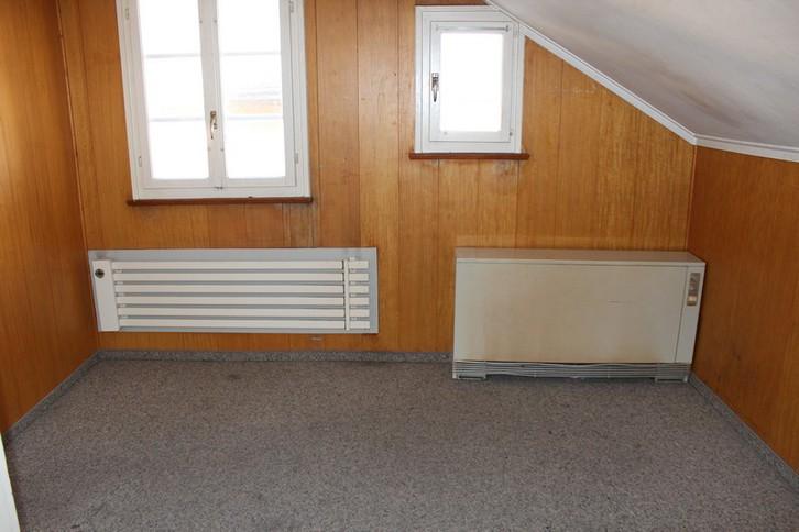IM HOF, 3.5-Zimmer-Dachwohnung, Estrich ausbaubar, Liebhaberobjekt im Zentrum 2