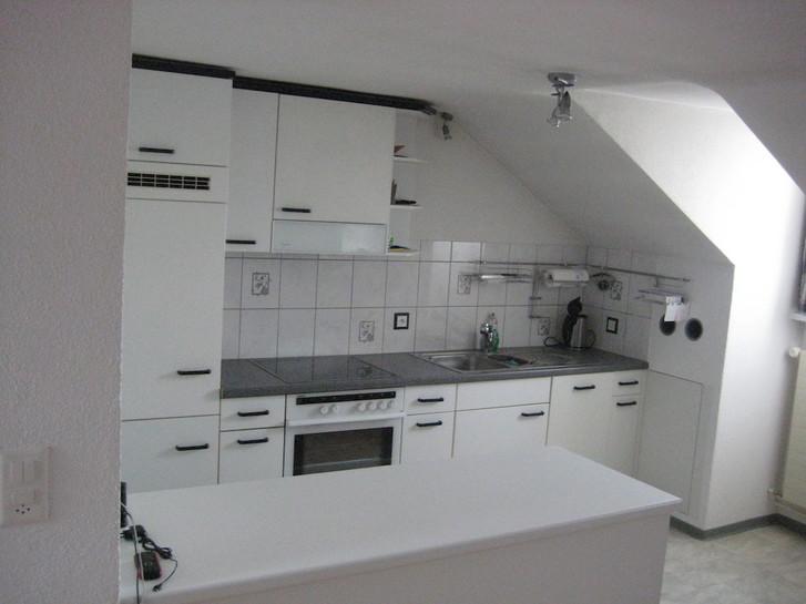 Schöne 2 1/2 Zimmer-Dachwohnung in 3-Familienhaus  2