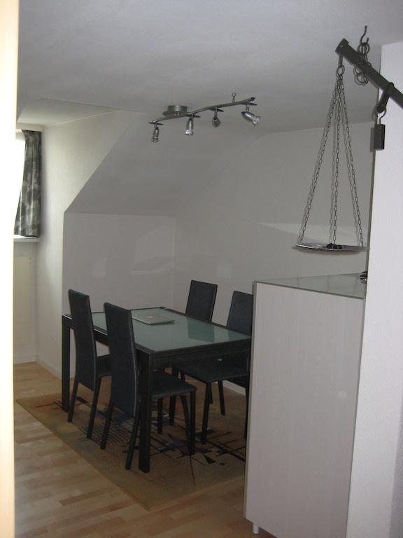 Schöne 2 1/2 Zimmer-Dachwohnung in 3-Familienhaus  3