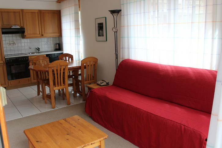 Residenz LES NATURELLES: helle, möbilierte 2.5 Zimmer-Eckwohnung mit Balkon Süd 2