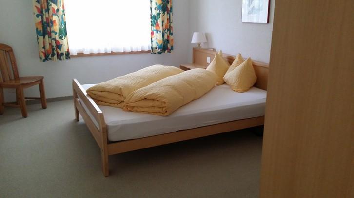Residenz LES NATURELLES: helle, möbilierte 2.5 Zimmer-Eckwohnung mit Balkon Süd 3