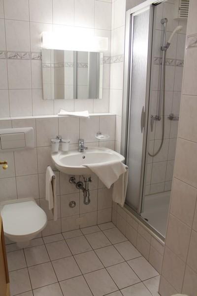 Residenz LES NATURELLES: helle, möbilierte 2.5 Zimmer-Eckwohnung mit Balkon Süd 4