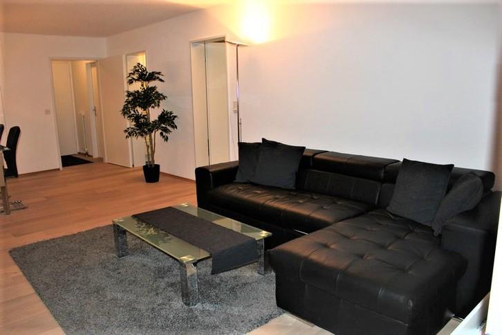 Appartementhaus TSCHAL, grosse und helle 2.5-Zimmerwohnung mit schönem Südbalkon, neu renoviert 2