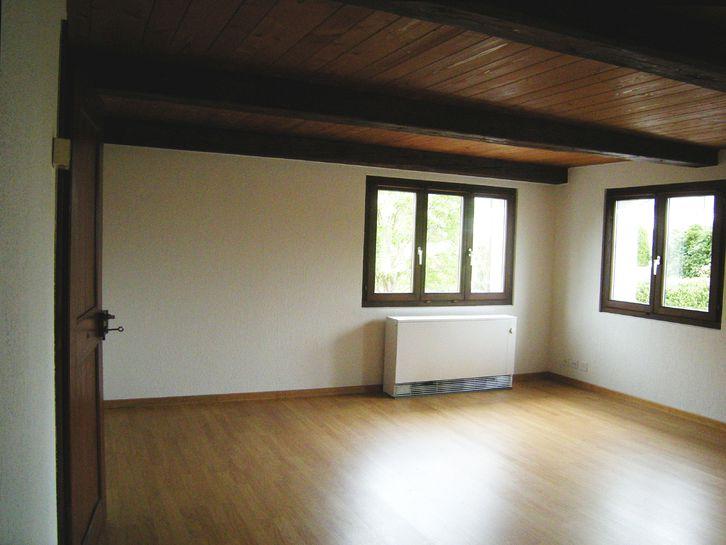 Traditionellert 5½ - Zimmer - Hausteil am Dorfrand von Schönenberg/ZH 3