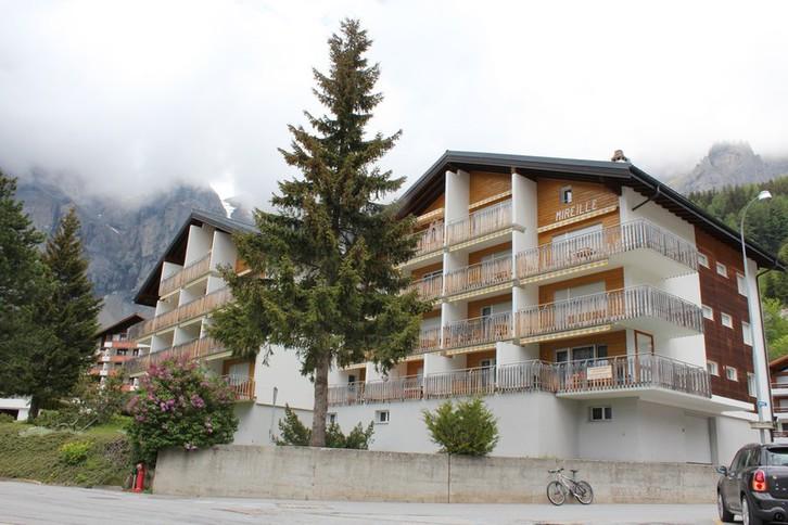 Haus MIREILLE, 2.5-Zimmer-Eckwohnung , mit grossem Balkon und unverbaubarer Aussicht 3954 Leukerbad