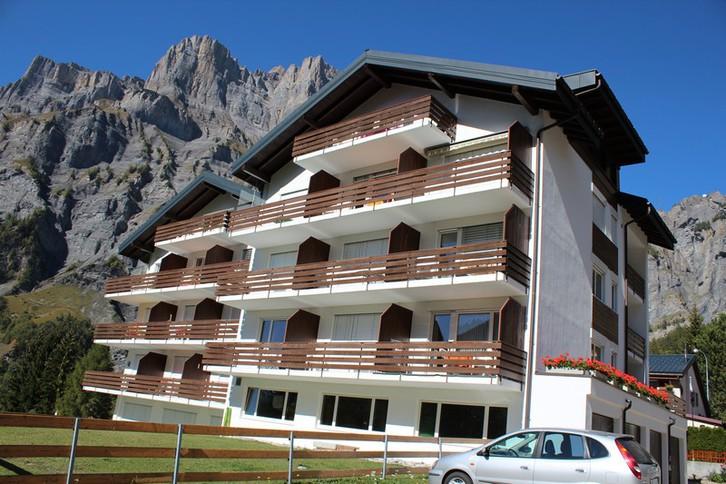 Apartmenthaus APOLLO, helle 1.5-Zimmerwohnung, grosser Balkon Süd-Ost wunderschöne Aussicht 3954 Leukerbad