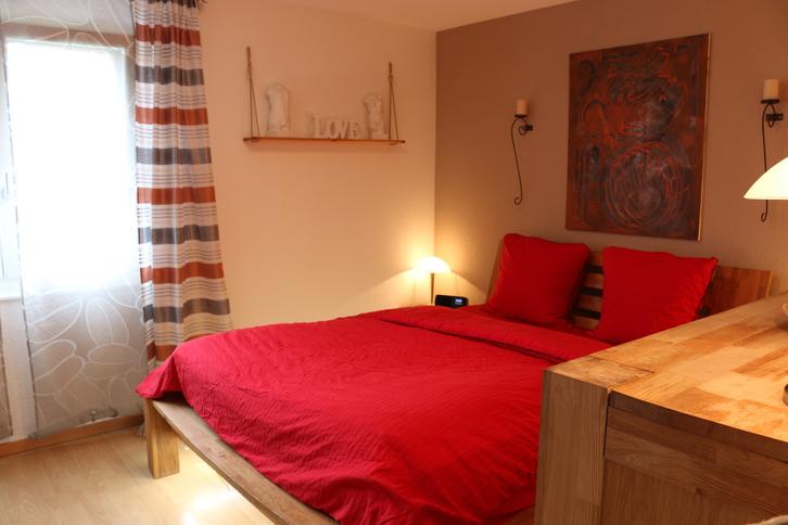 Ruhig gelegene, helle und grosszügige 4.5 Zimmer Wohnung in 3 Parteien Haus incl. Garage und Aussenstellplatz 3