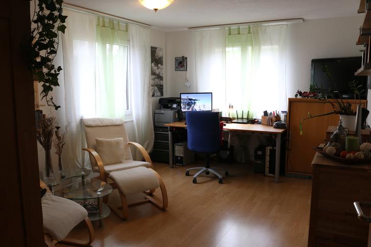 Ruhig gelegene, helle und grosszügige 4.5 Zimmer Wohnung in 3 Parteien Haus incl. Garage und Aussenstellplatz 4