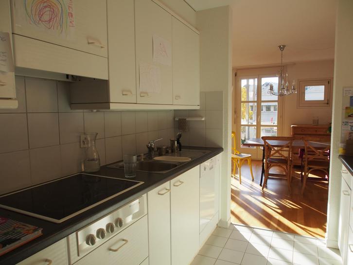 Grosse und sehr helle 4.5 Zimmerwohnung in Familienfreundlicher Siedlung zu vermieten 2