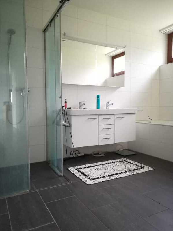 moderne, grossräumige und helle 3.5 Zimmerwohnung in Biberstein 2
