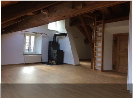 Schöne und helle Dachwohnung mit Schwedenofen 7012 Felsberg