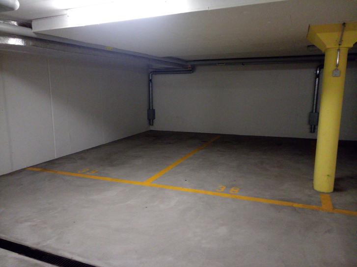 Parkplatz in Tiefgarage, Einstellplatz 8185 Winkel