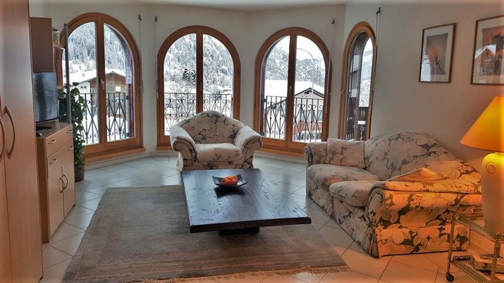 CHATEAU, exklusive 2.5-Zimmerwohnung DE LUXE mit Balkon süd 2