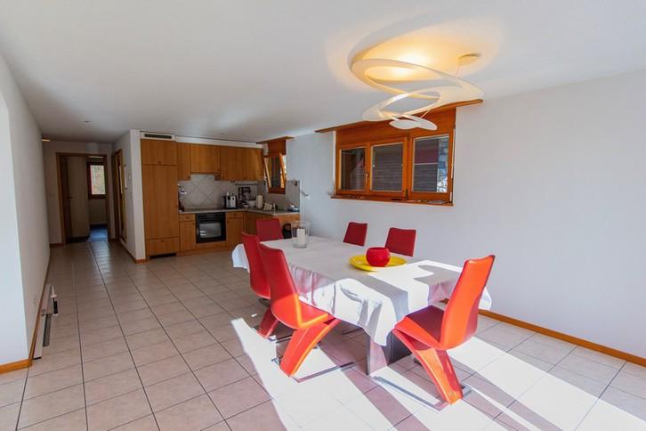 Haus GOLF B, helle, qualitätsvolle 4.5-Zimmerwohnung an ruhiger Lage mit grossem Südbalkon und schöner Aussicht 2