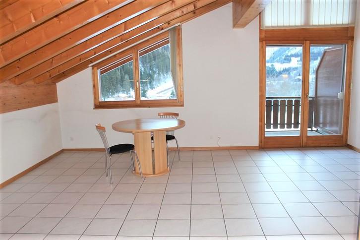 Appartementhaus LEES, neuwertige gemütliche 2.5-Zimmer-Attikawohnung mit Südbalkon 3
