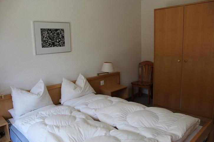 Residenz LES NATURELLES 2.5 Zimmerwohnung im 1. Stockwerk mit schönem und sonnigem Terrassenplatz 4