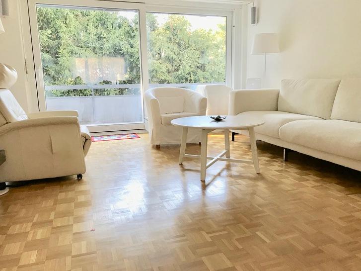 Schöne sonnige grosszügige 3.5 Zimmerwohnung 110 m2 mit gehobenem Standard an ruhiger Lage im Grünen 8702 Zollikon