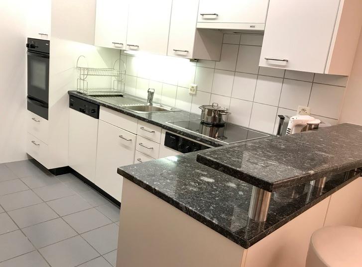 Schöne sonnige grosszügige 3.5 Zimmerwohnung 110 m2 mit gehobenem Standard an ruhiger Lage im Grünen 4
