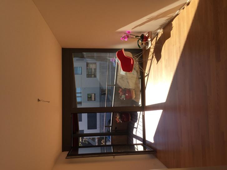 Sehr schönes WG-Zimmer in einer Neubauwohnung mit Luxusambiente und Panorama-Seesicht 2