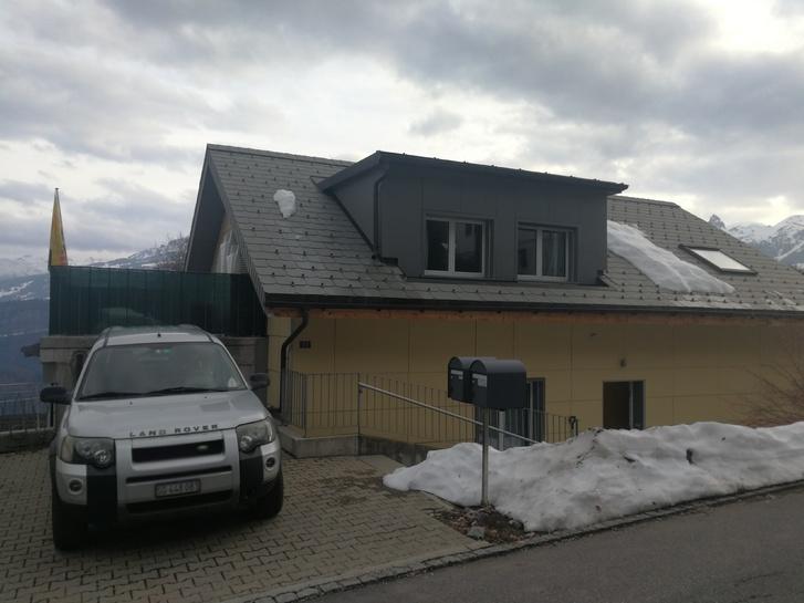 Helle moderne 2,5 Zimmer-Dachwohnung in Walenstadtberg 2