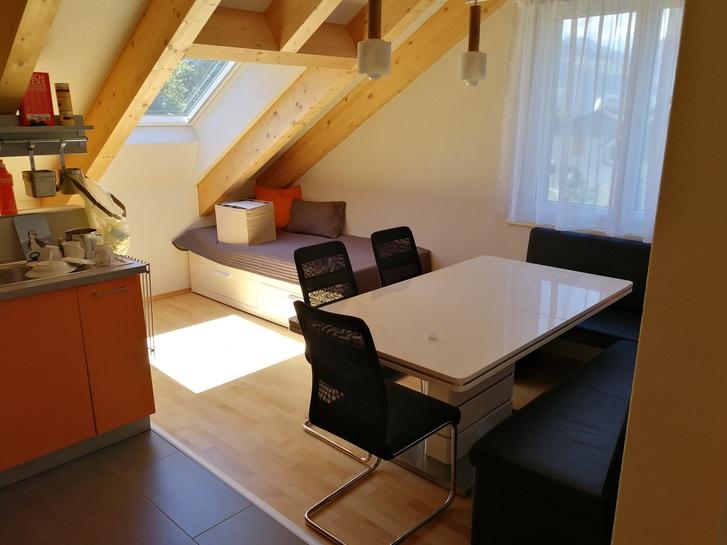 Helle moderne 2,5 Zimmer-Dachwohnung in Walenstadtberg 4
