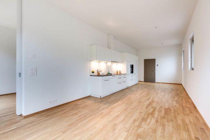 Schöne Parterre-Wohnung mit hohen Räumen und Sitzplatz 3
