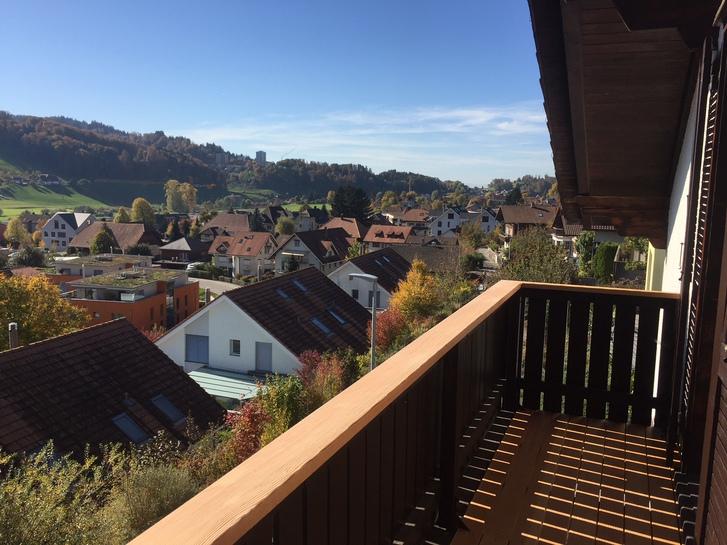 3 1/2 Zimmer Hausteil im Dachgeschoss mit Bergsicht  2